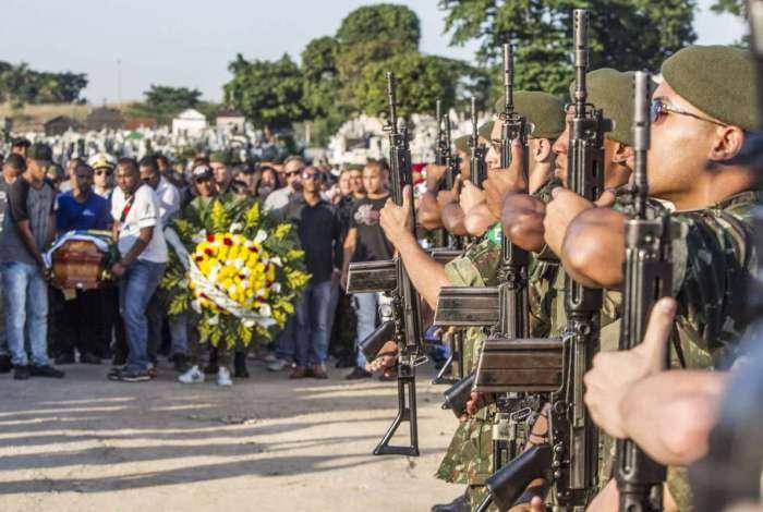 Militar é enterrado na Zona Norte