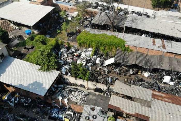 Polícia faz operação em ferros-velhos na Baixada Fluminense
