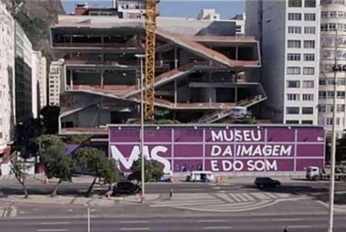 Construção iniciou em 2010 e seria concluída em 2012, mas sofreu sucessivos atrasos e foi suspensa em setembro de 2016