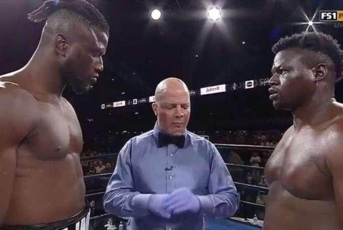 Luta de boxe acaba por desistência