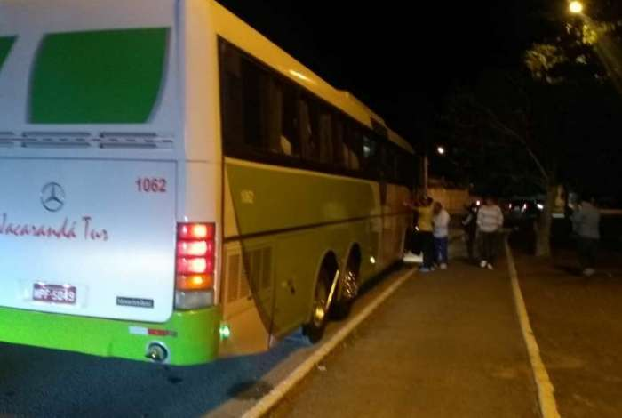 Fiscais do TRE flagram transporte ilegal de eleitores para comício em Saquarema