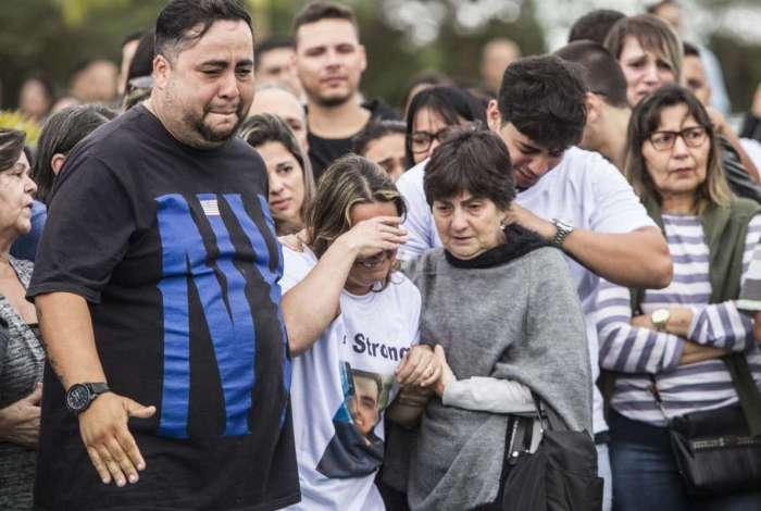 Policial militar morto em São Gonçalo é enterrado