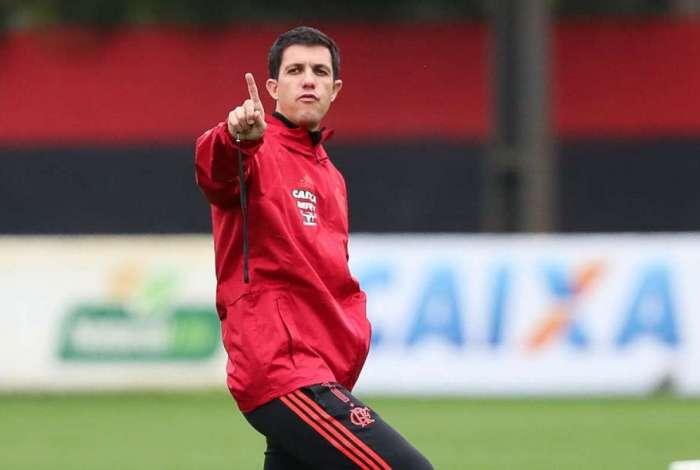 Mauricio Barbieri, técnico do Flamengo, comanda treino no Ninho do Urubu