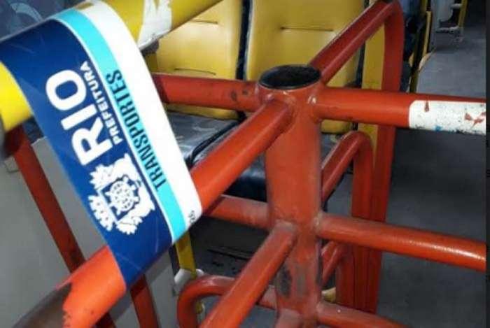 Fiscais da SMTR aplicam nove multas e lacram ônibus da linha 885