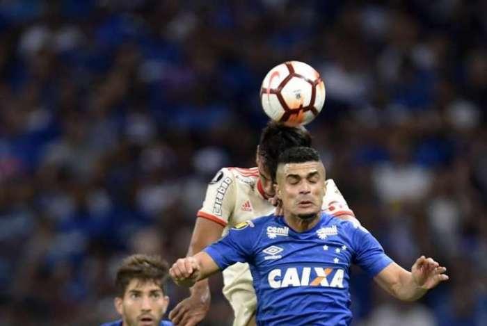 Egidio, lateral do Cruzeiro
