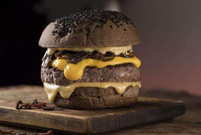 O hambúrguer Darth Supremo do K.V.A Kitchen & Bar, em Botafogo