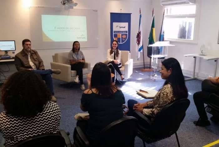 O programa 'Carreira Jovem' envolve roda de conversa para ajudar o jovem na escolha da profissão