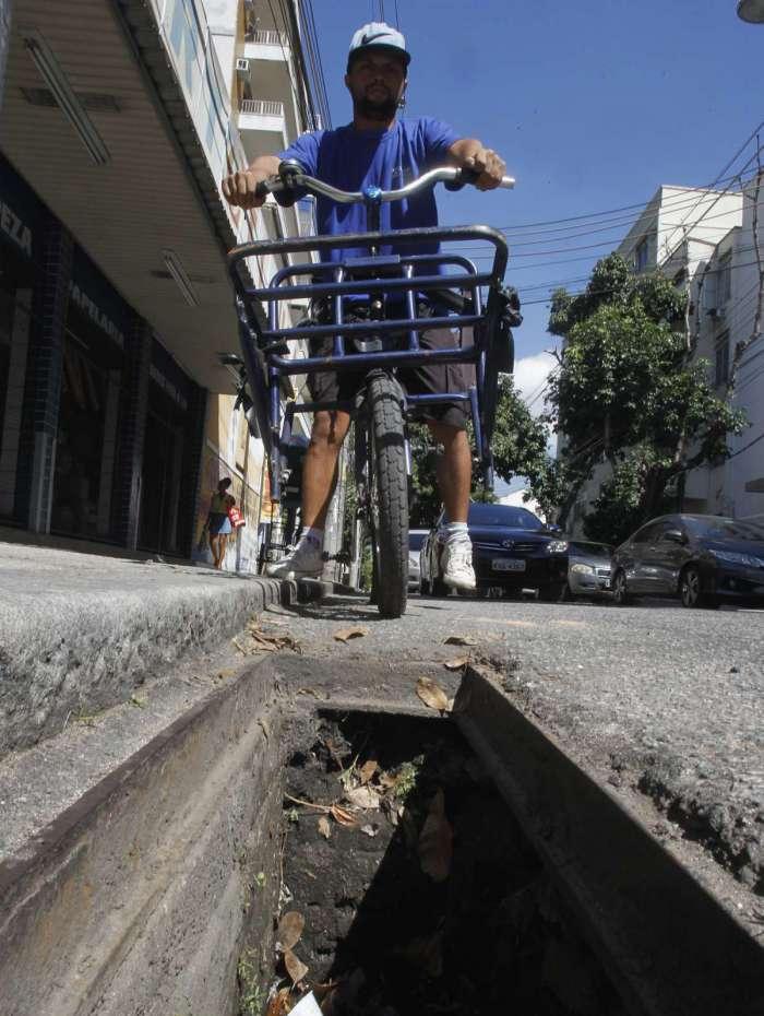 Erão caiu de bicicleta em bueiro aberto: 'Rolei para não ser atropelado'