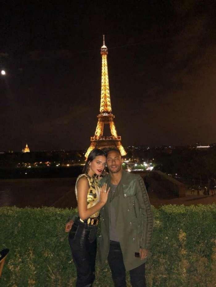 Neymar e Bruna Marquezine em Paris, na França