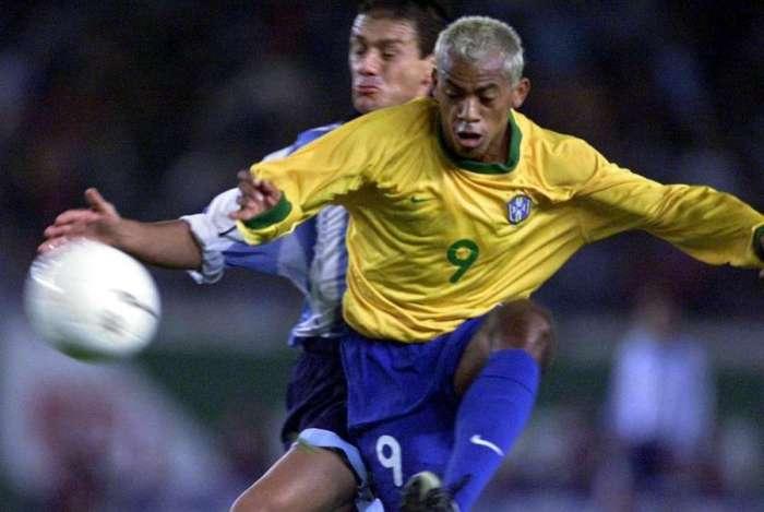 Marcelinho Paraíba assina com clube da Paraíba