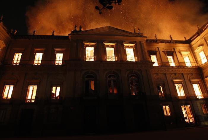 Incêndio destrói acervo e prédio do Museu Nacional da Quinta da Boavista, em São Cristóvão