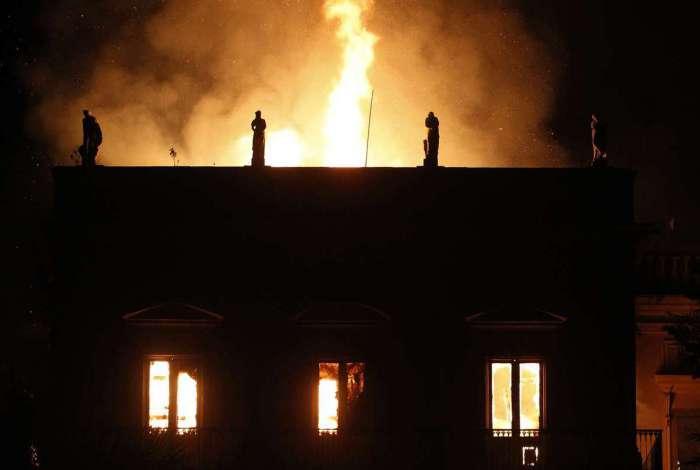 Incêndio destrói acervo e prédio do Museu Nacional, na Quinta da Boavista