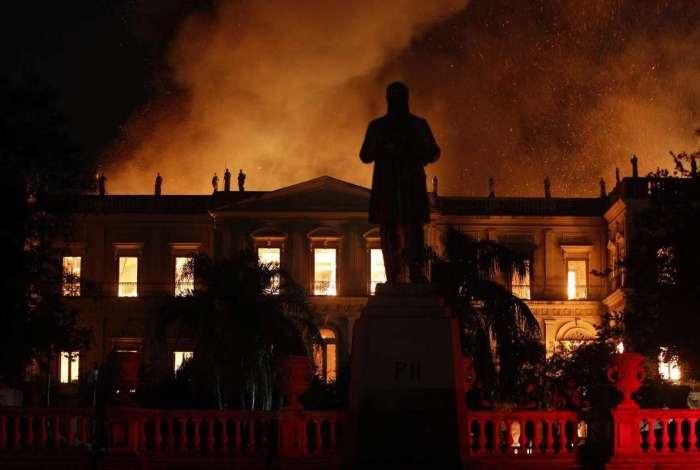 Incêndio destrói o acervo do Museu Nacional