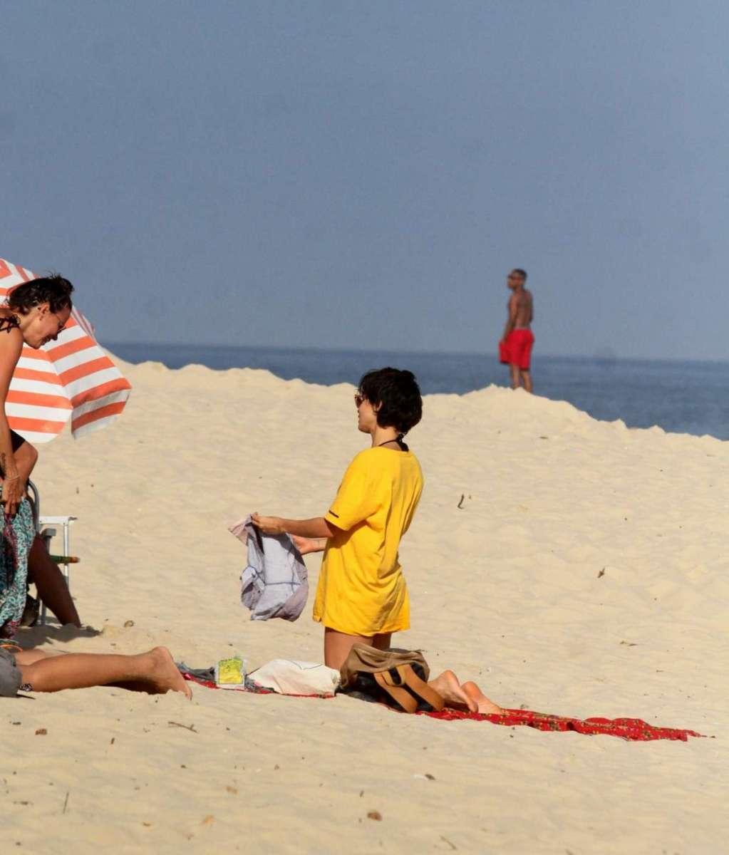 Nanda costa curte praia com a namorada a percussionista lan lanh o dia divers o - Cat costa o piscina in curte ...