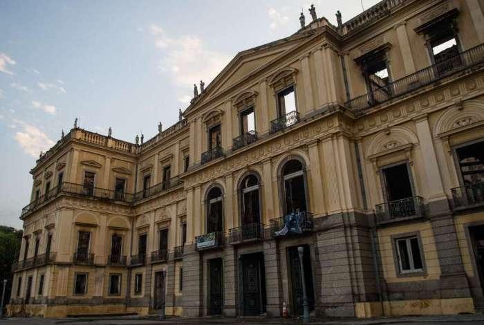 Museu Nacional um dia após o incêndio que destruiu quase todo o seu acervo