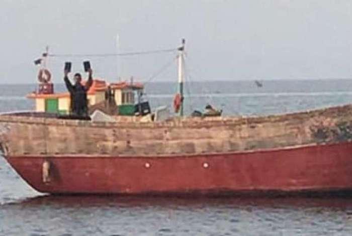 Policiais interceptaram barco pesqueiro na altura da Ilha do Governador