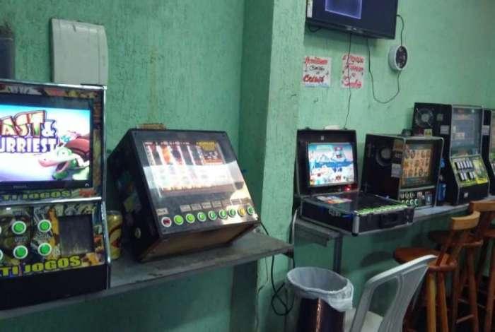 Policial civil aposentado é preso trabalhando em bingo em Niterói
