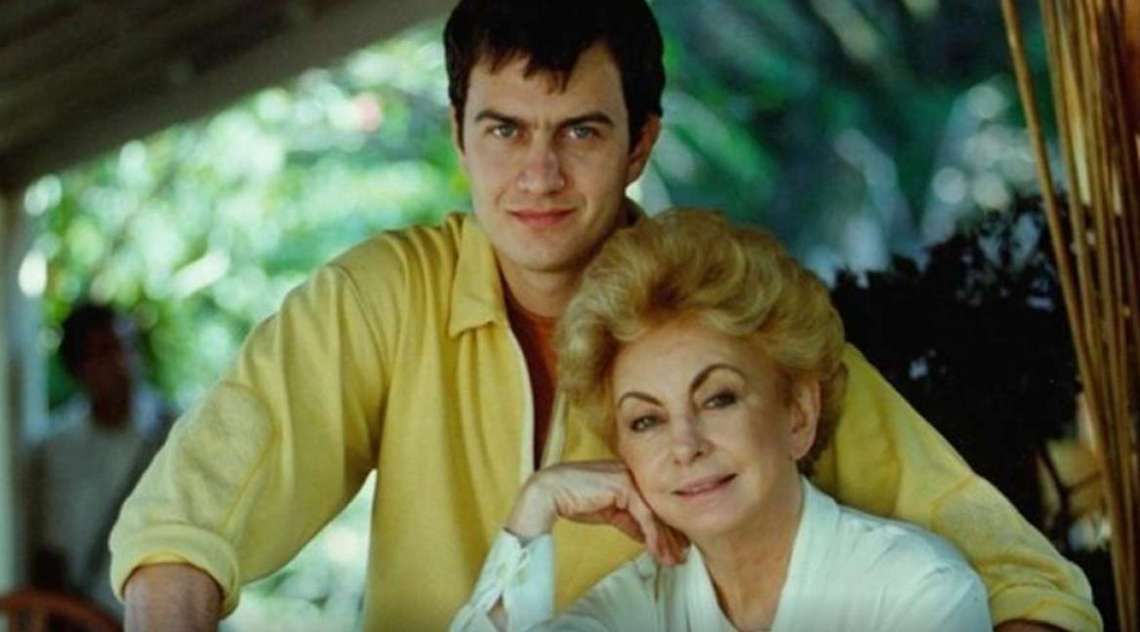 A atriz viveu Clotilde Jordão, tia de Olavinho (Gabriel Braga Nunes), no remake de 'Anjo Mau', de 1998