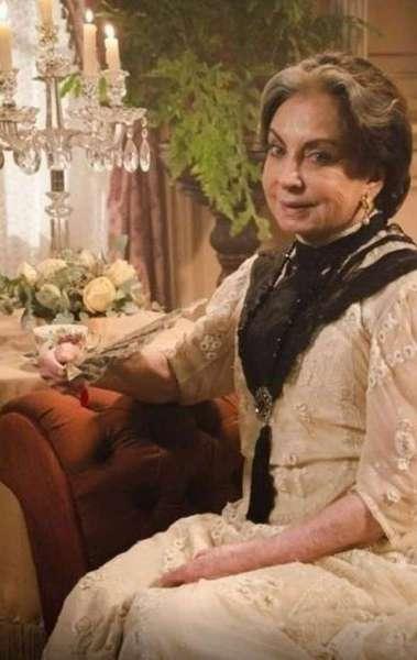 A atriz fez uma participação especial como Madame Besançon em 'Lado a Lado', em 2012