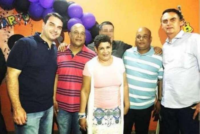 PMs presos participaram de campanha e foram homenageados por Flávio Bolsonaro; candidato nega vínculo