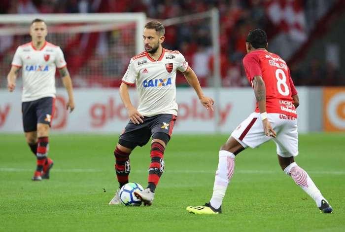 Everton Ribeiro ainda vê Flamengo na briga pelo título