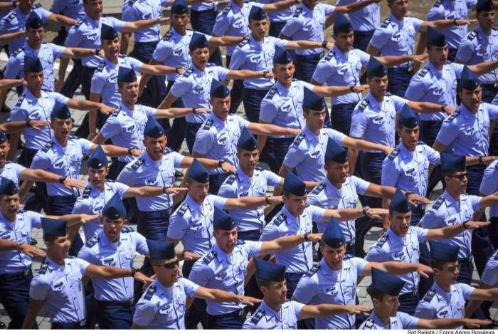 5baeeb53d0 Durante o Curso de Formação de Sargentos, os alunos recebem bolsa-auxílio e  assistência