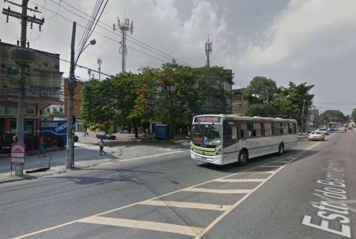 Incidente aconteceu na Estrada do Barro Vermelho, no bairro Colégio