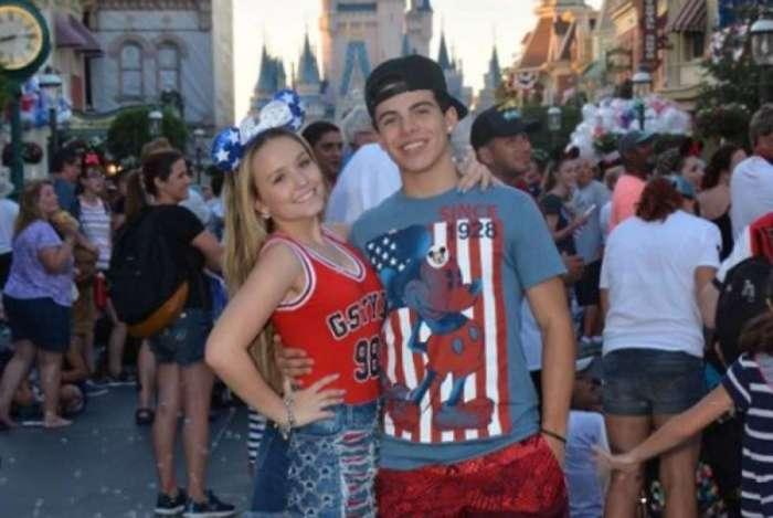 Larissa Manoela e Thomaz Costa na Disney, em 2017