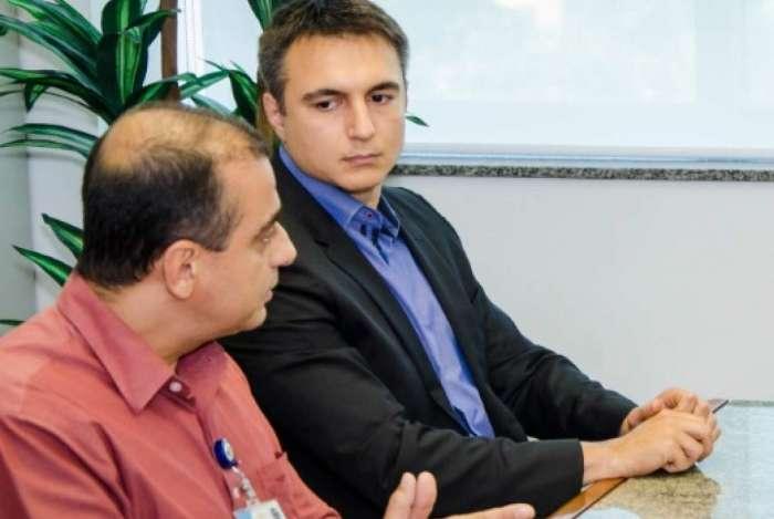 Edmar dos Santos (esquerda) e Pedro Fernandes em uma reunião no Ministério Público do Rio