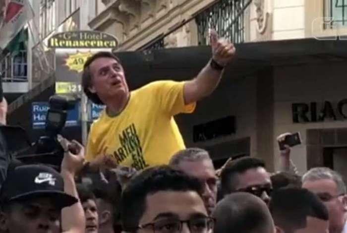 O candidato do PSL à presidência, Jair Bolsonaro, levou uma facada na região da barriga durante um ato de campanha em Juiz de Fora (MG)