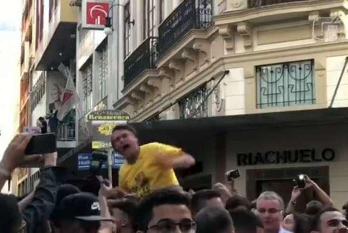 Bolsonaro levou uma facada na região da barriga durante um ato de campanha em Juiz de Fora (MG)