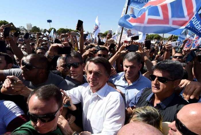 Família acredita que Jair Bolsonaro possa retomar parte das atividades antes do primeiro turno