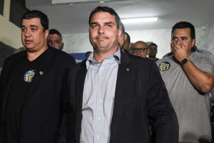 Flavio Bolsonaro acredita que atentado ao pai foi planejado