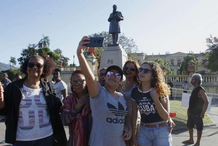 Visitantes aproveitaram passeio na Quinta da Boa Vista para selfies