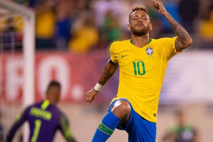 Neymar comemora seu gol de pênalti