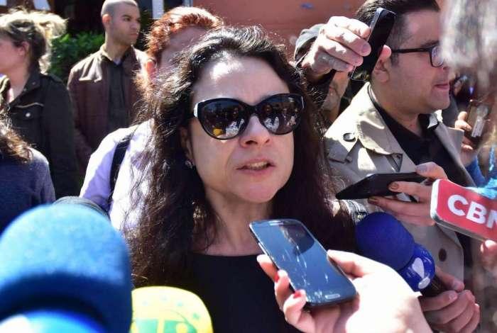 Janaína Paschoal diz a Bolsonaro que militares vão derrubá-lo