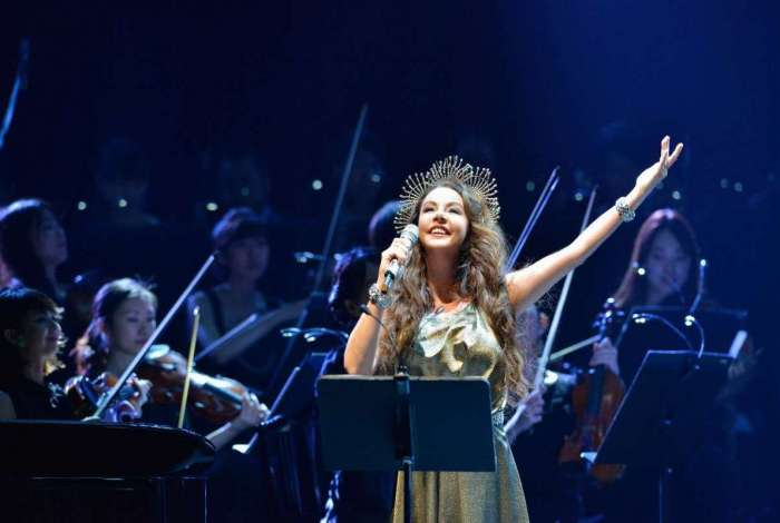 Sarah Brightman: mistura entre rock, pop e clássicos