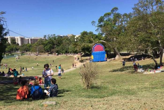 Quinta da Boa Vista recebe turistas e manifestação pelo Museu Nacional no Rio de Janeiro