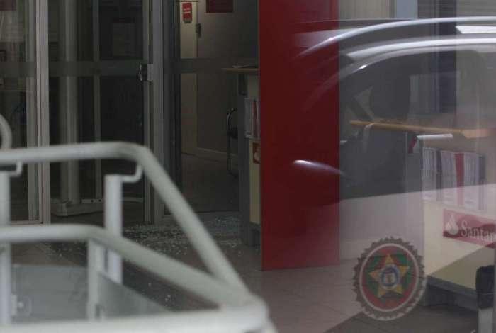 Perícia criminal no Banco Santander, na rua Gomes Freire, na Lapa