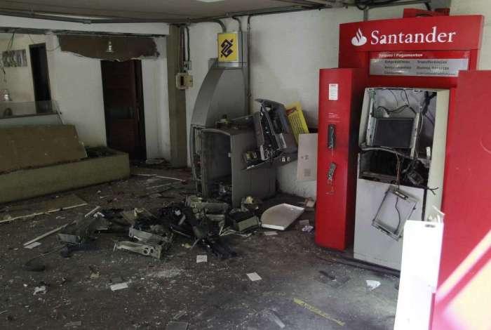 Bando levou dinheiro dos caixas do Banco do Brasil e do Santander