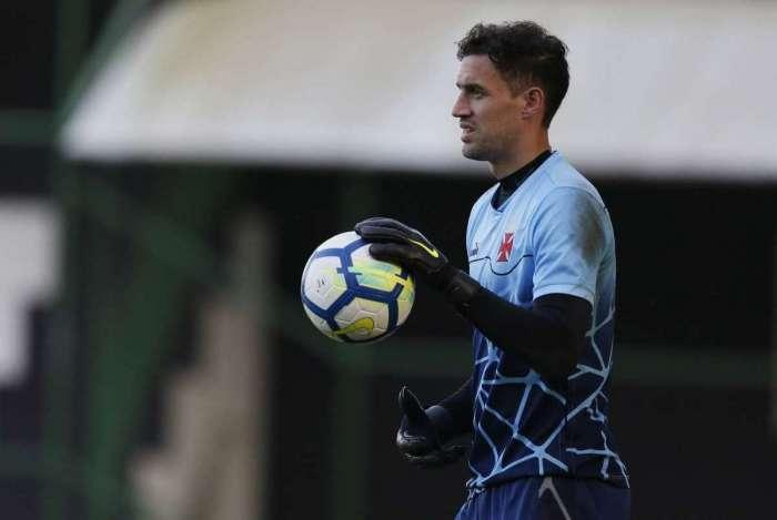 Falhas nos últimos jogos têm arranhado a imagem de Martín Silva entre os torcedores do Vasco