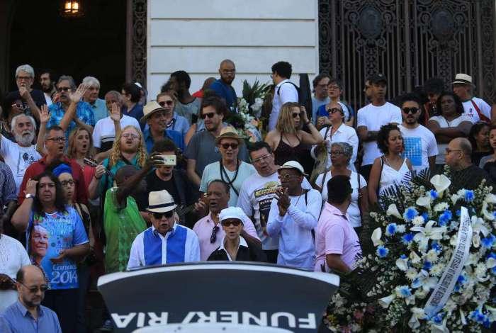 Corpo do sambista Wilson Moreira foi velado na Câmara Municipal e o sepultamento no Cemitério do Caju