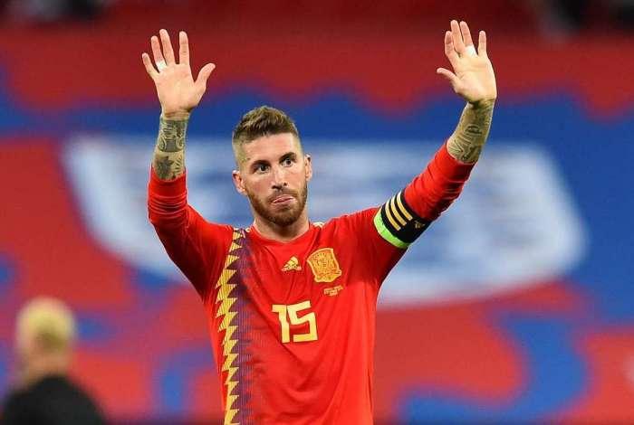 Zagueiro foi vaiado por torcedores ingleses durante vitória da Espanha sobre a Inglaterra, neste sábado