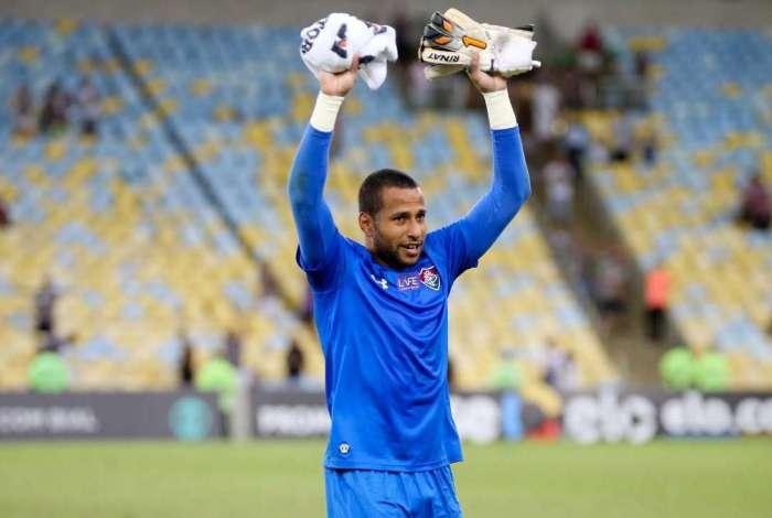 Rodolgo saiu consagrado do Maracanã. O pênalti que o goleiro agarrou garantiu a vitória do Flu