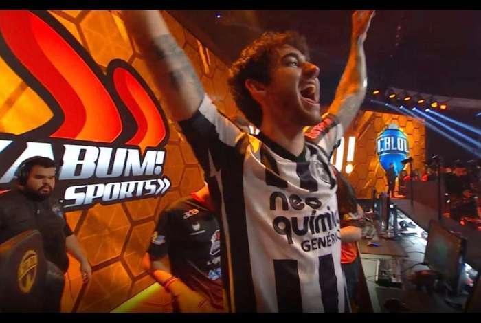 Zantins comemorou usando camisa do Botafogo após bater o Flamengo na final nacional de League of Legends