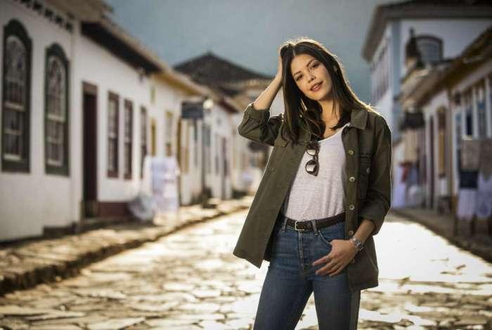 Acima, Vitória Strada com João Vicente Castro, seu par romântico em 'Espelho da Vida', e abaixo, com Jayme Matarazzo, em 'Tempo de Amar', sua estreia na TV