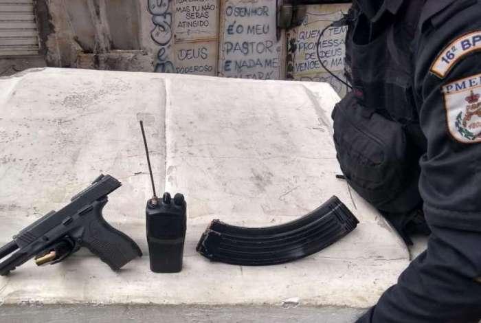 Polícia apreendeu pistola, rádio e munição na Cidade Alta