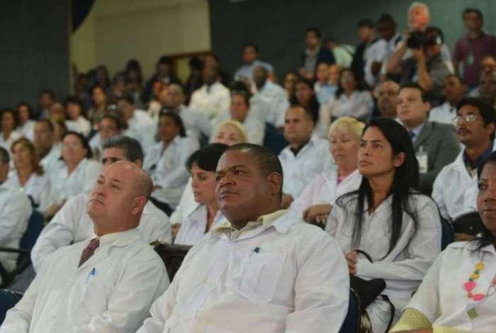 Vagas deixadas pelos cubanos começaram a ser ocupadas nesta segunda-feira