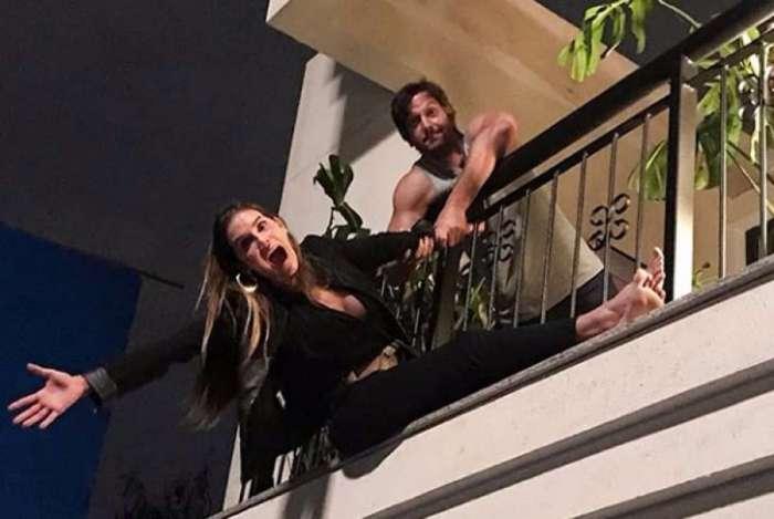 Deborah Secco e Vladimir Brichta se divertem nos bastidores de 'Segundo Sol'