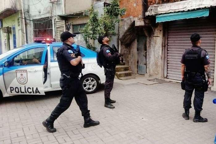 Polícia Militar faz ação na Providência na manhã desta terça-feira